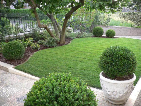 Realizzazione giardini foto e progetti dei lavori realizzati for Progetto aiuole per giardino