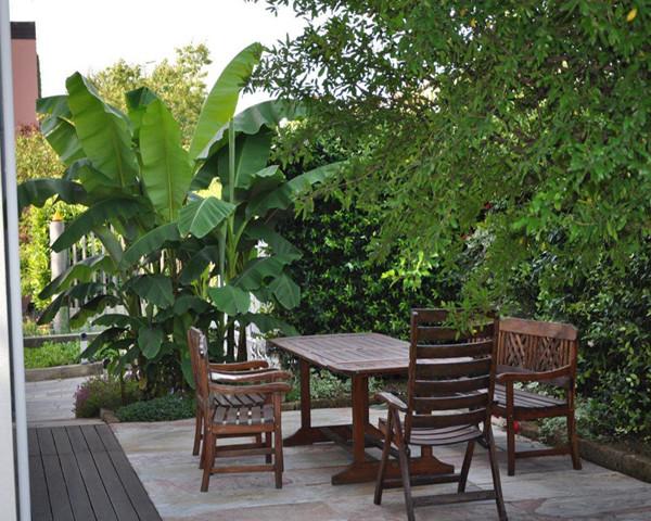 Giardino con vasca d 39 acqua progettazione giardini for Giardini arredo esterno