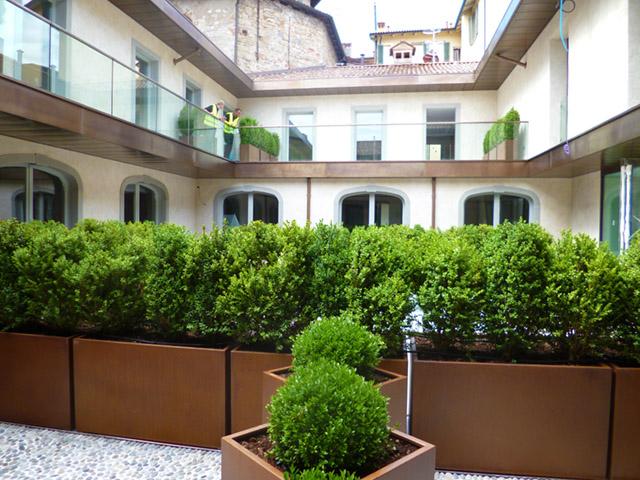 1 1672013 fioriere dehors bergamo progettazione giardini - Giardini bergamo ...
