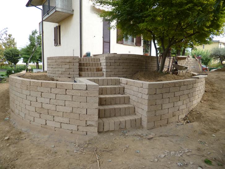 Realizzazione muretti tufo giardino caravaggio progettazione giardini - Realizzazione giardini fai da te ...