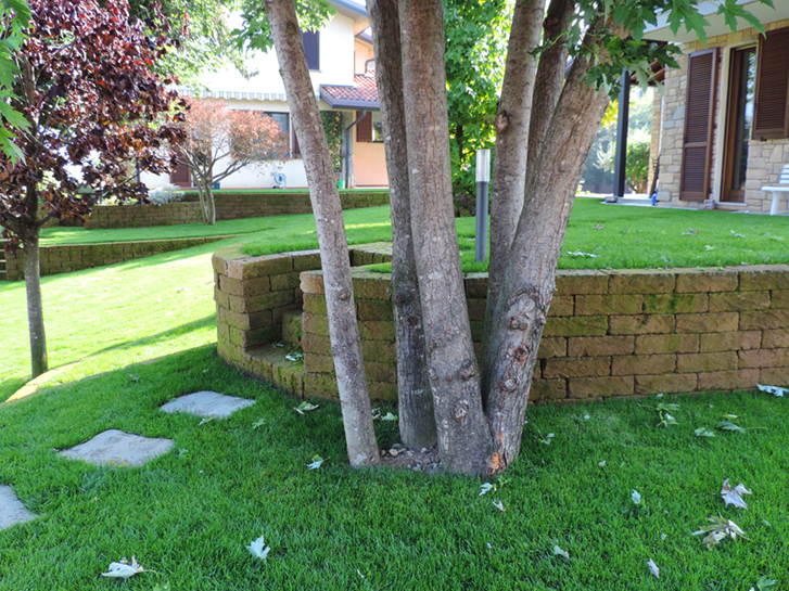 Giardino con terrazzamenti in tufo progettazione giardini - Architettura esterni giardini ...