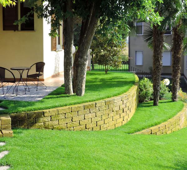 Progettazione e realizzazione giardino privato a Caravaggio - Bergamo. Rizzi Giardini: progettazione giardini , spazi esterni , verde pensile , garden design.