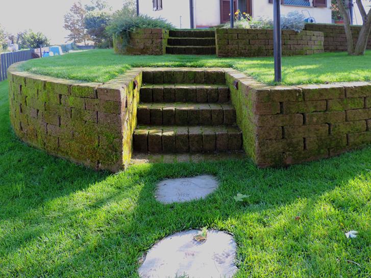 giardino con terrazzamenti in tufo progettazione giardini