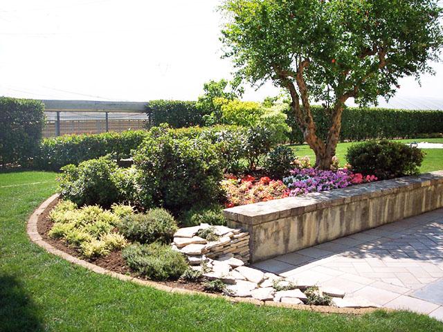 Giardino in campagna progettazione giardini for Giardini e aiuole