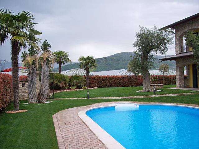Giardino in campagna progettazione giardini - Giardini con piscina ...