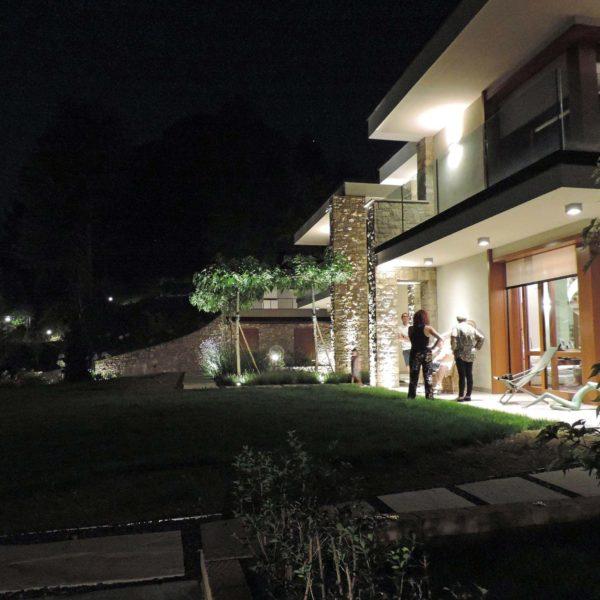 illuminazione villa con giardino